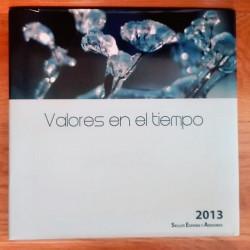 LIBRO FILATELICO CON SELLOS 2013 ESPAÑA Y ANDORRA